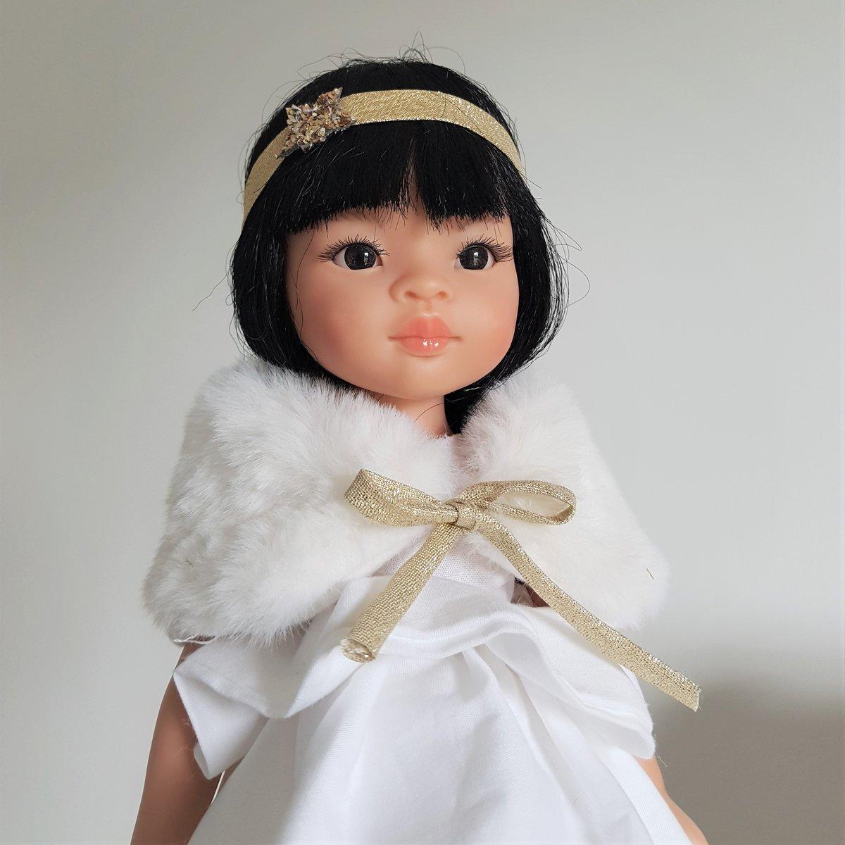 Image of COLLECTION poupées de Noël-EVA - Poupée asiatique avec sa tenue