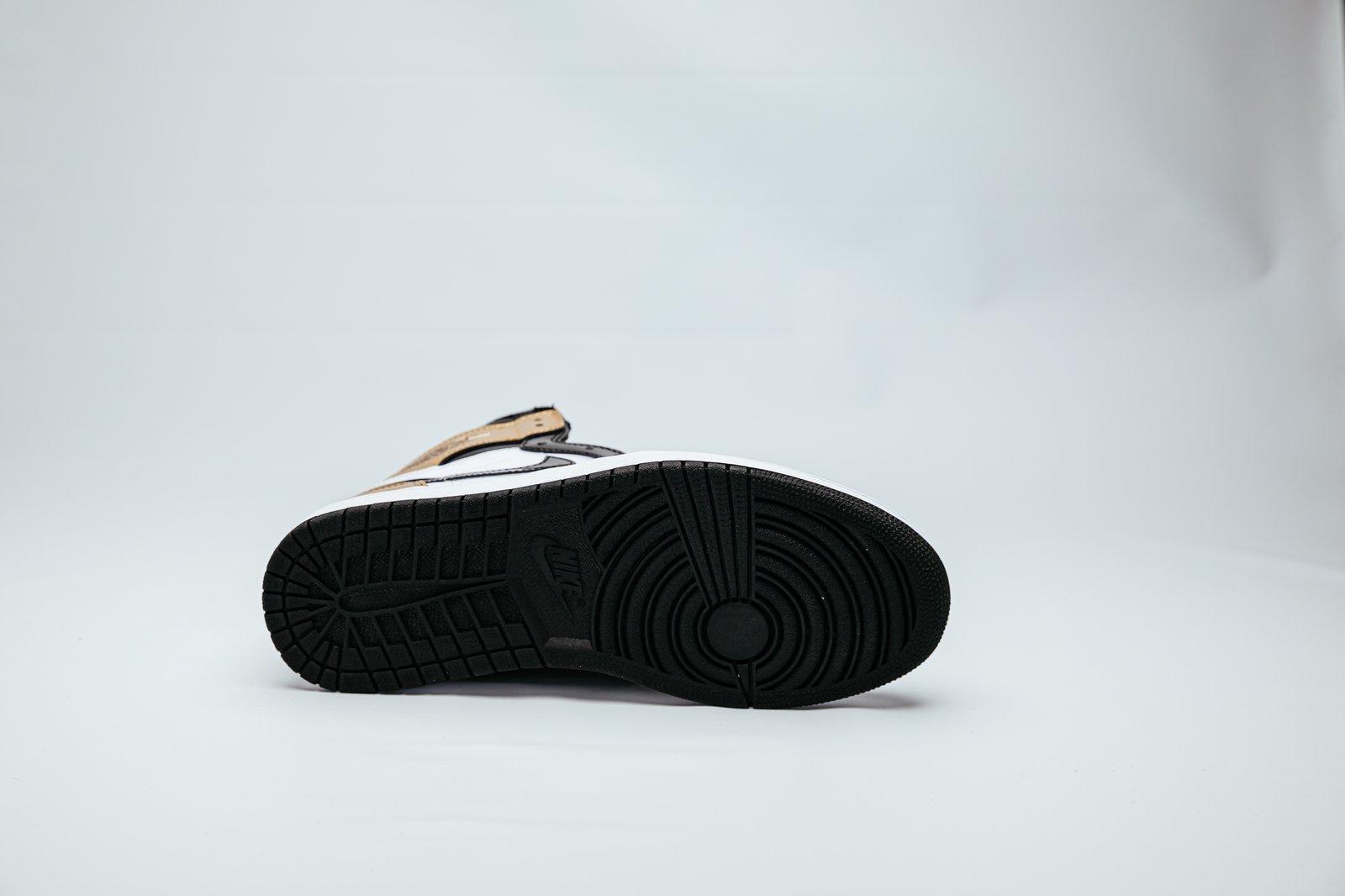 Air Jordan 1 Retro - NRG Gold Toes
