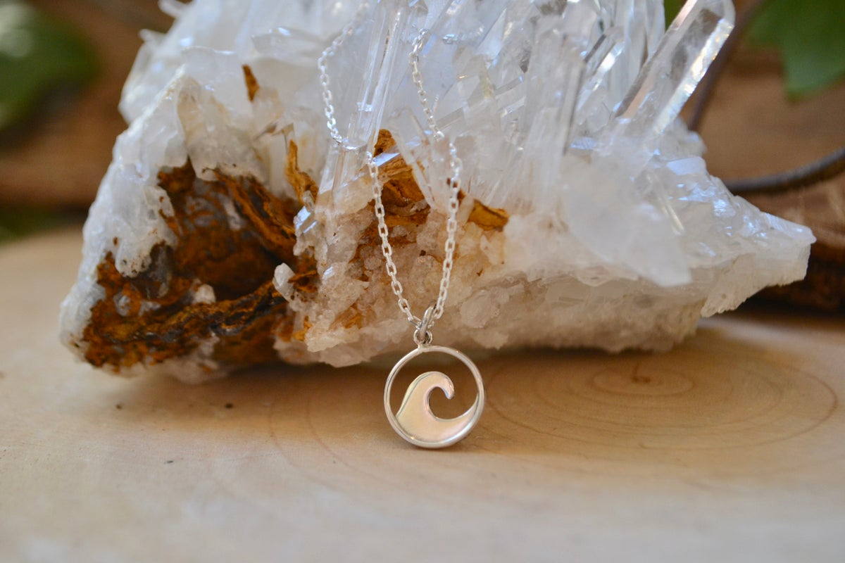 Image of Petite wave necklace