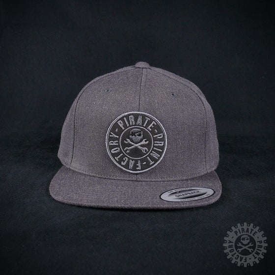 Image of SNAPBACK STAMP DARK GREY