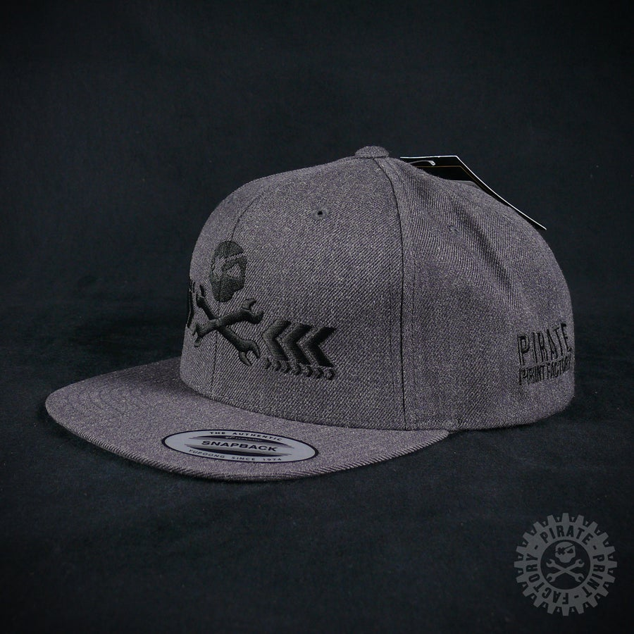 Image of SNAPBACK PIRATE DARK GREY