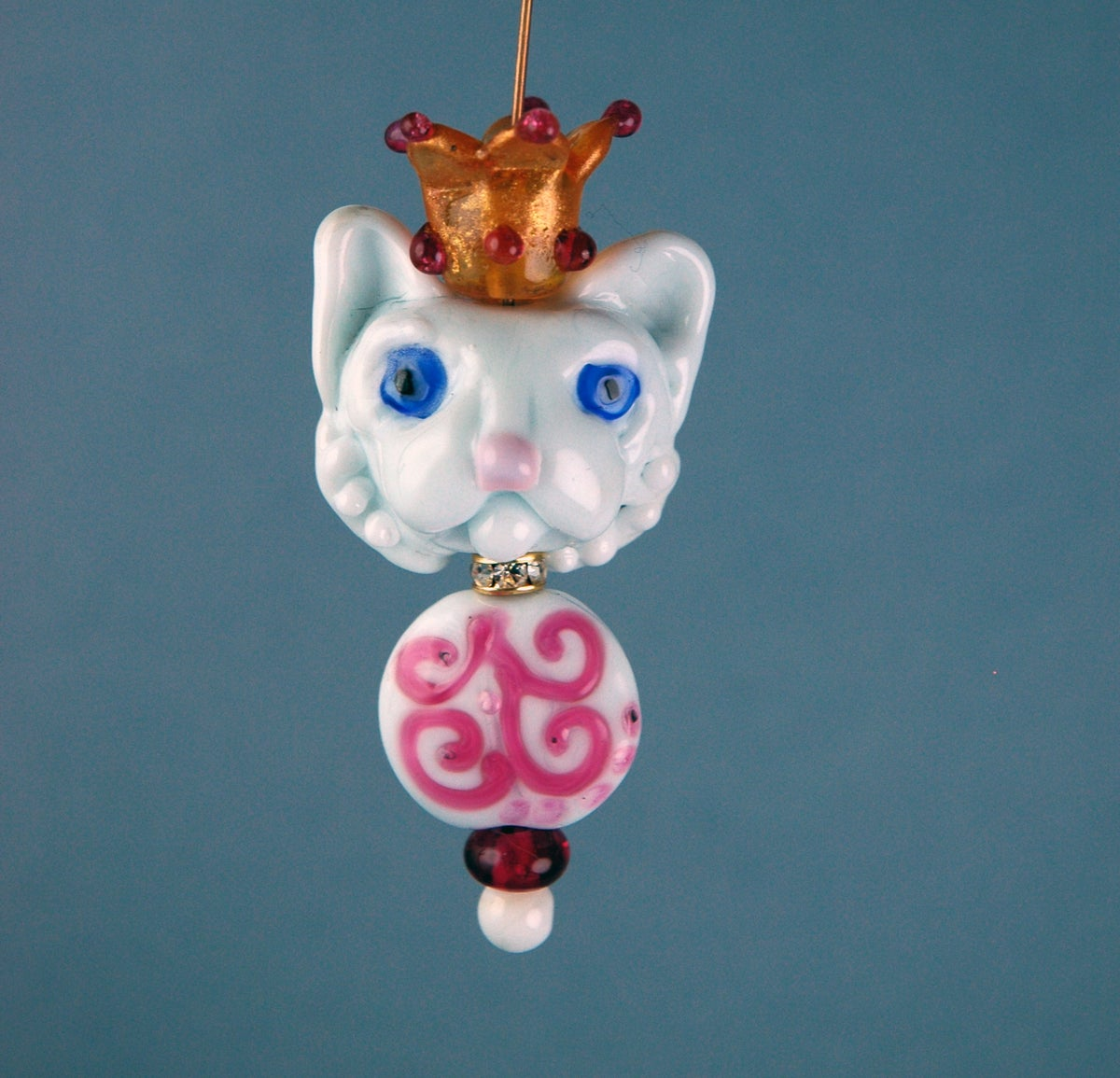 Image of White Cat with a Crown  (6 beads)