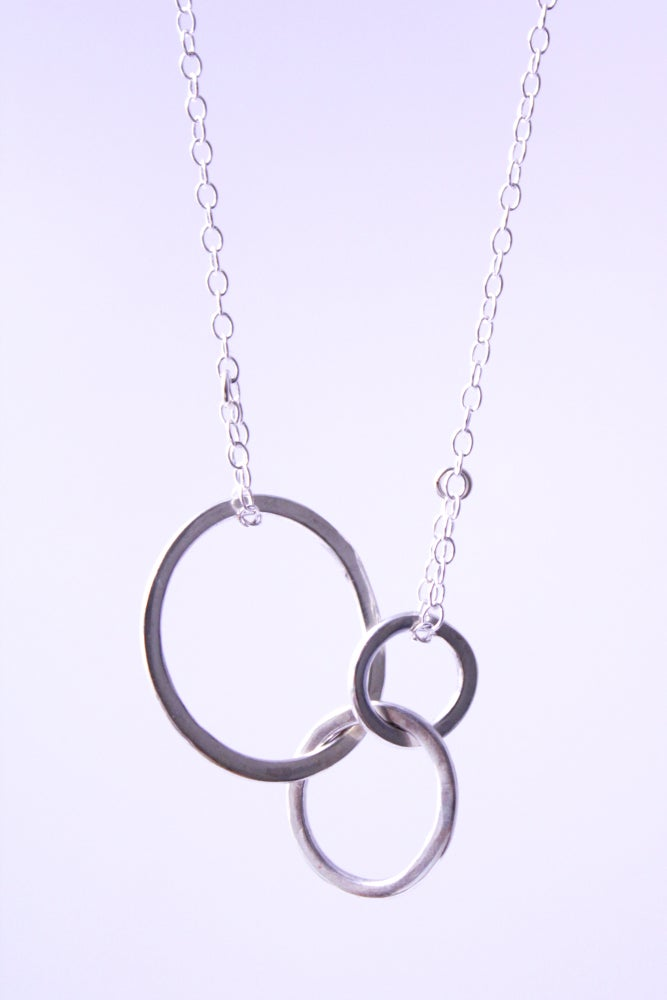 Image of Interlocking silver loops necklace