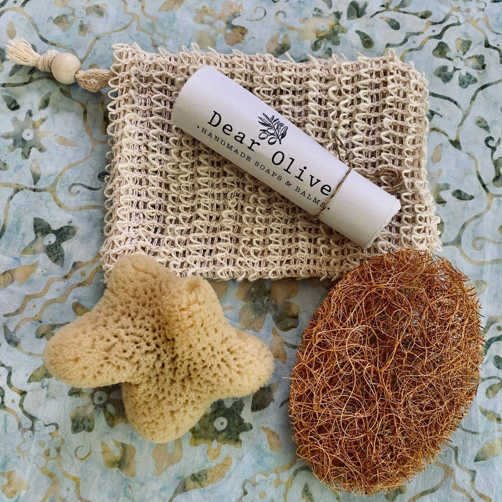 Image of facial sponges, coconut scrubbers & loofas