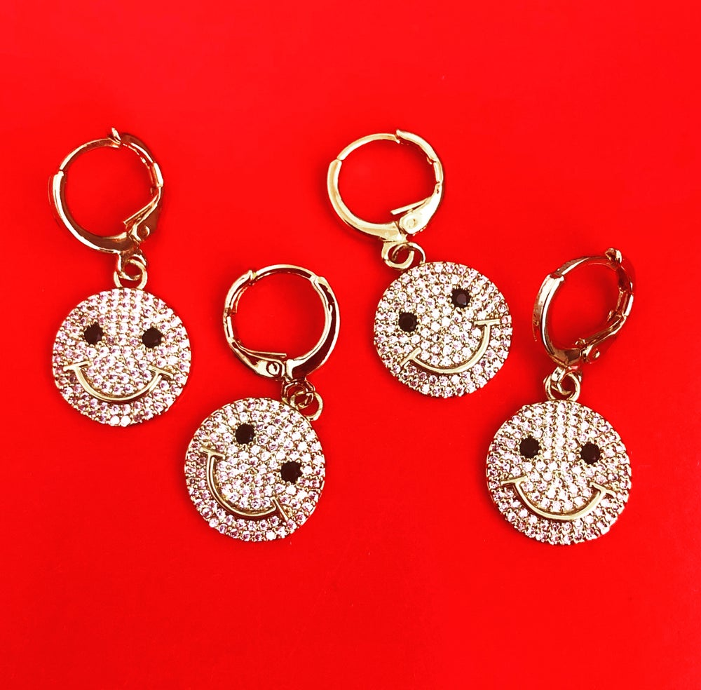Image of SINGLE CRYSTAL SMILEY FACE EARRING