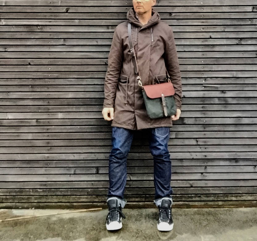 Image of Satchel in waxed canvas day bag small messenger bag Musette COLLECTION UNISEX