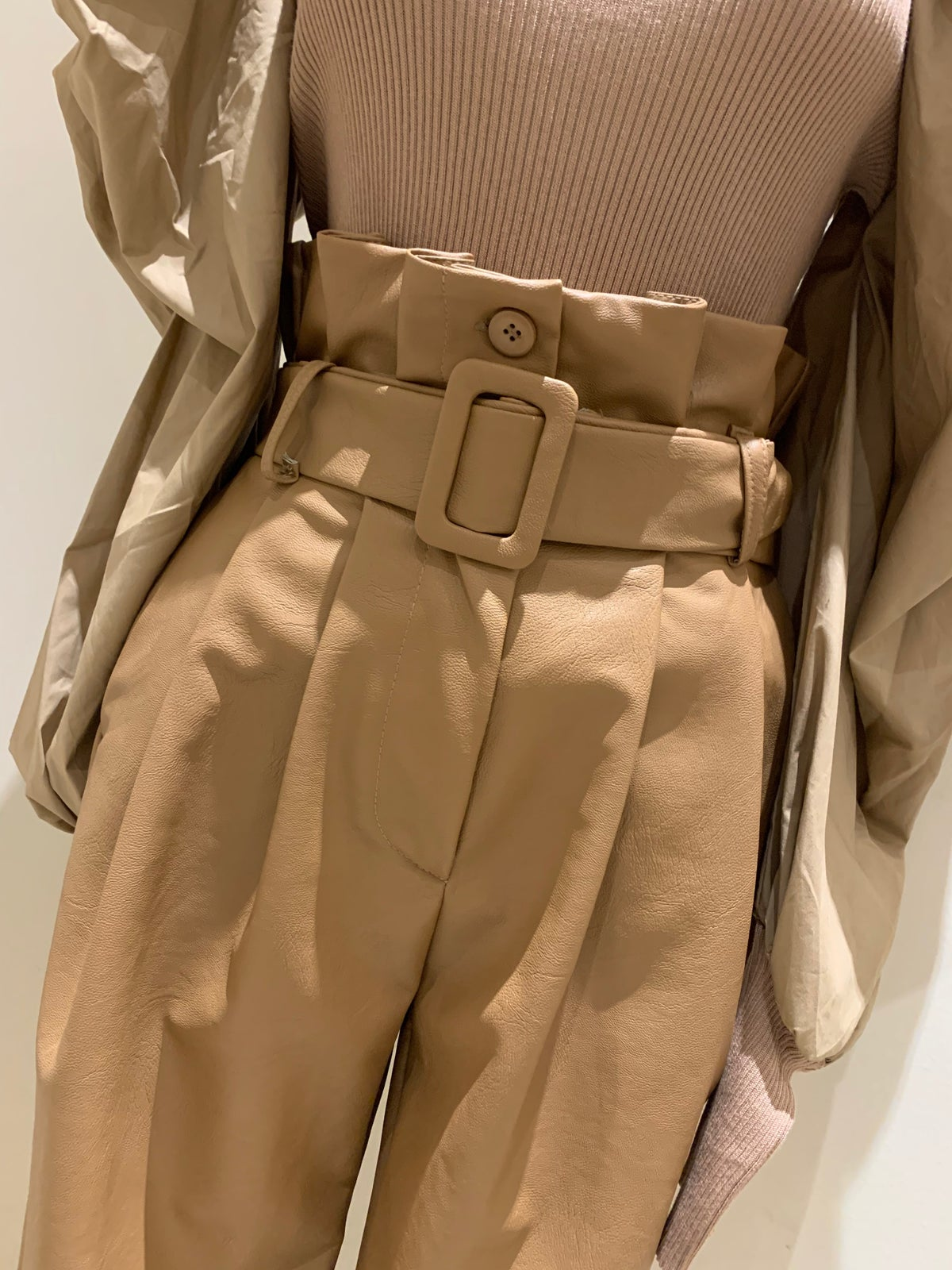 Image of PANTALONE IN ECO PELLE BEIGE LUMINA