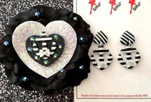 Image of Nautical Bombshell Sweetheart Earrings - Black