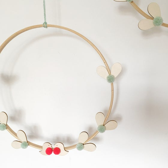 Image of Mistletoe & Robin Wreath