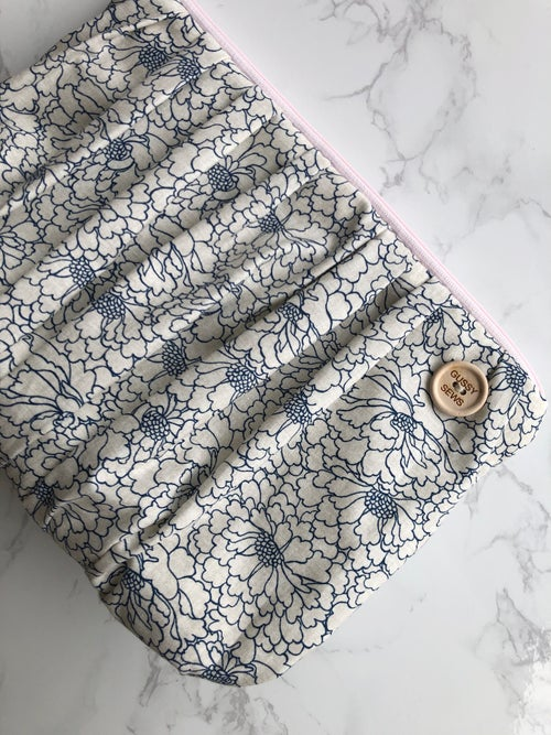 Image of the Martha pouch, XL Zip