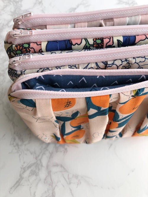 Image of the Naomi pouch, XL Zip