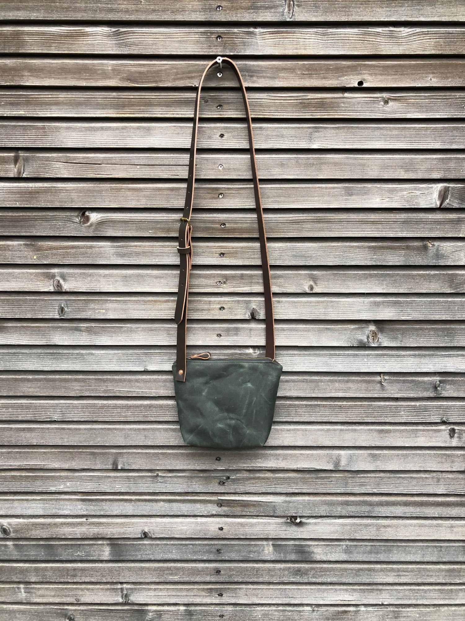 Image of Minimalist day bag in waxed canvas with leather shoulder strap, zipper pouch