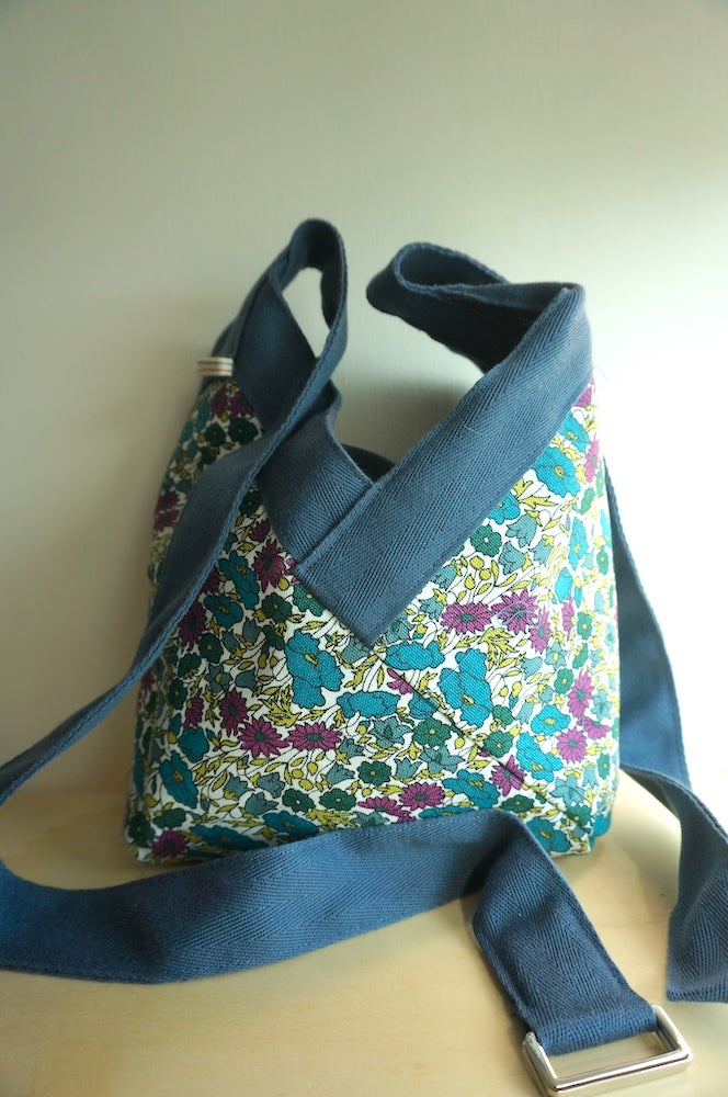 Image of Sac Yvonne purple and blue petites fleurs