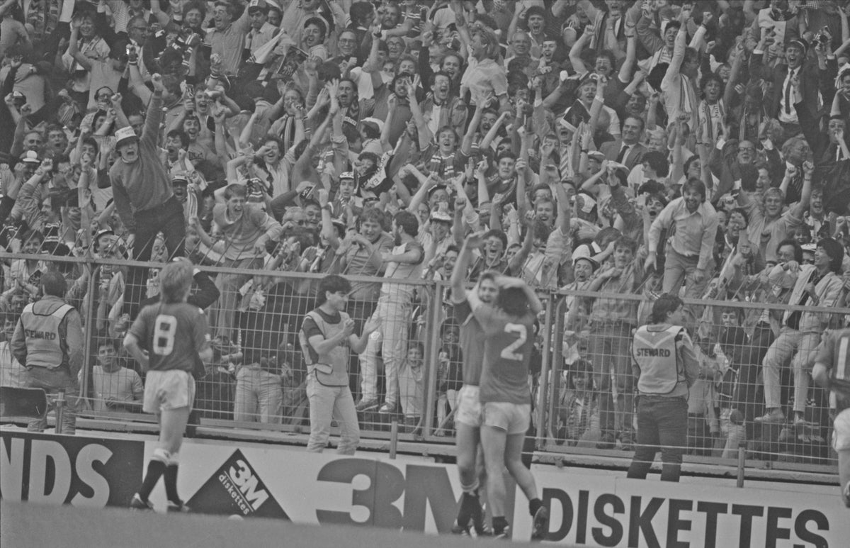 Image of Norman Whiteside 1985 in front of MUFC fans A3 Poster