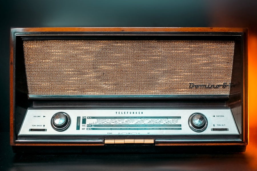 Image of TELEFUNKEN DOMINO 61 (1960) RADIO VINTAGE BLUETOOTH