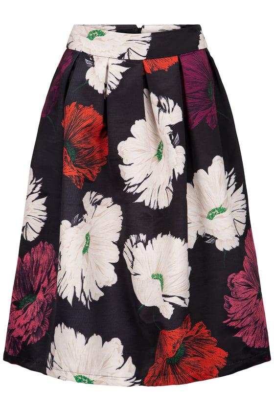 Image of Sort nederdel med blomst