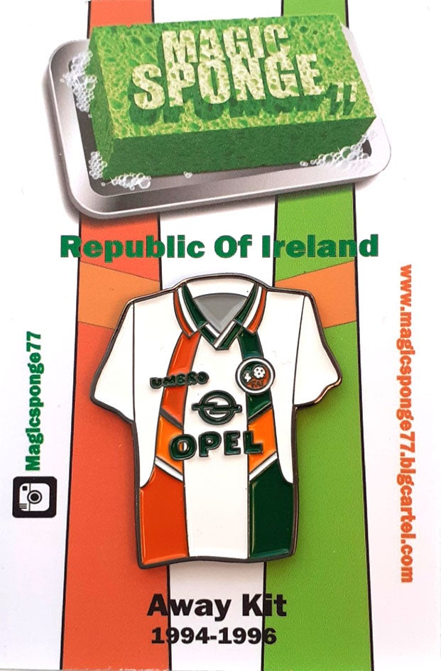Image of Classic Republic Of Ireland Away Kit Pin 1994-1996