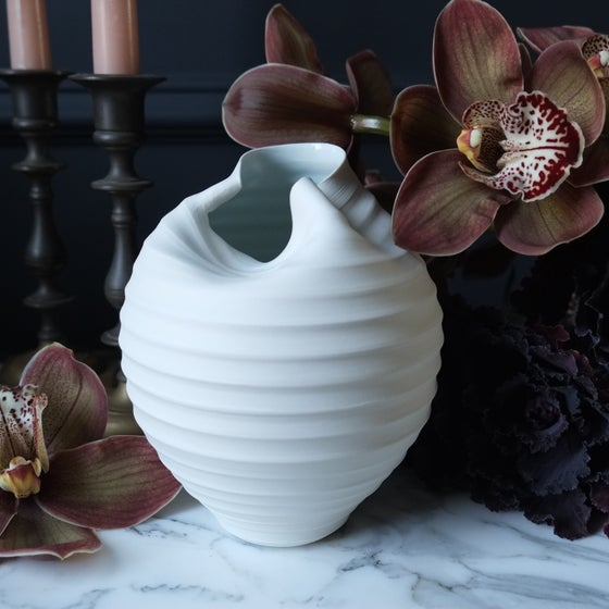 Image of Scorpion Vase, Warm White, # 652