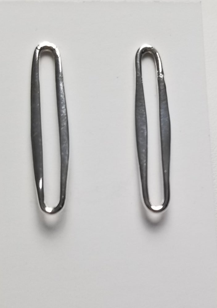 Image of thin oval link stud