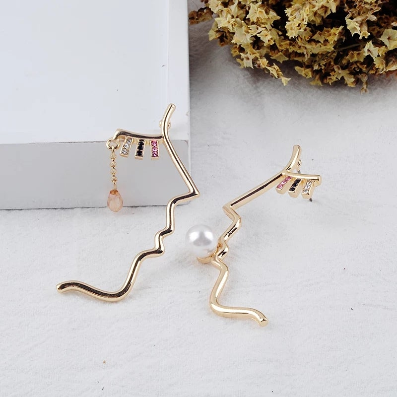 Image of The Beso Earring