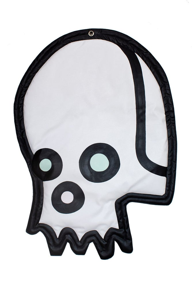 "Image of ""Celebrity Skull"" (Wall Plush)"