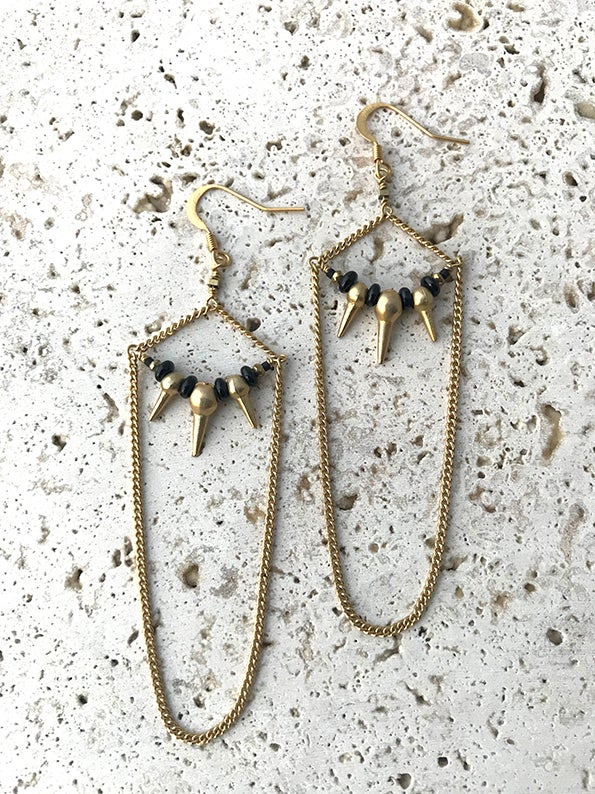 Image of Boucles d'oreilles longues spike DARKNESS