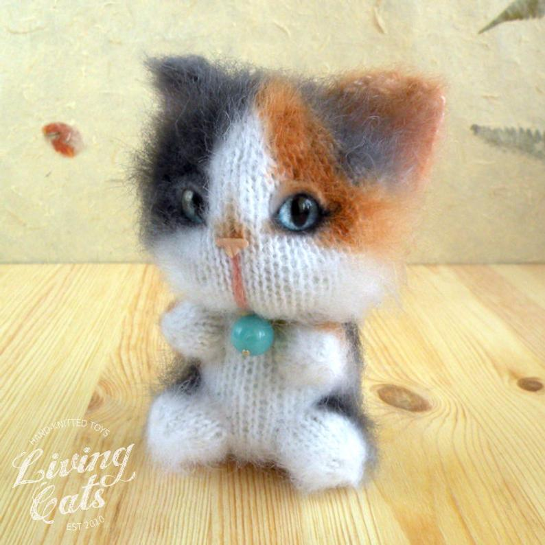 Image of Tortoiseshell Cat, Calico Cat, Stuff Knit Soft Toy, Cute Plushie, Cat Lover Gift, Maneki Neko