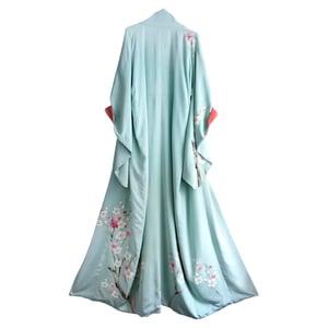 Image of Silke kimono lyseblå med sakura blomster