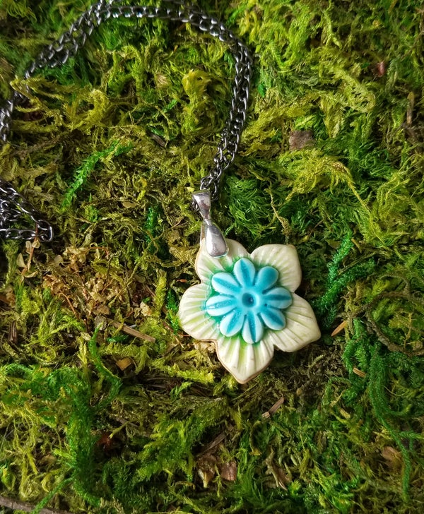 Image of Blossum Necklace - chartreuse & turquois w/rays