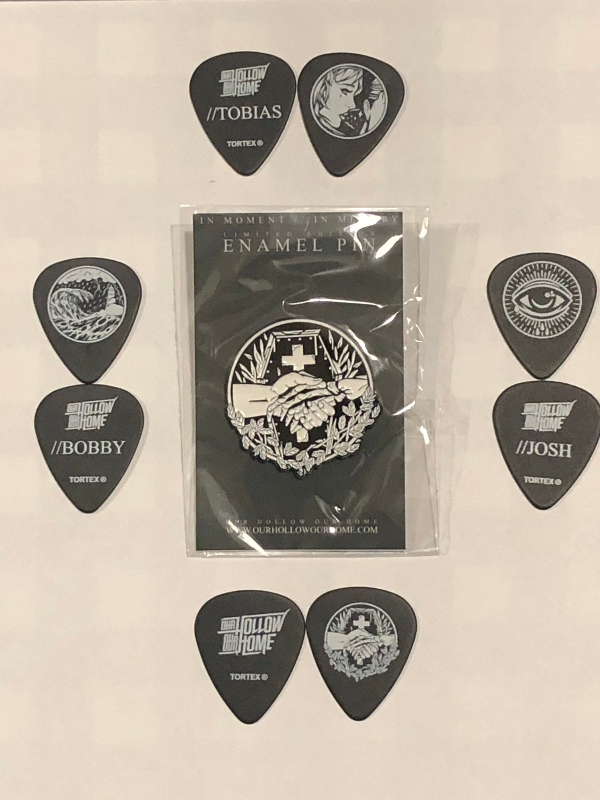 Image of IM//IM ENAMEL BADGE + GUITAR PICK SET