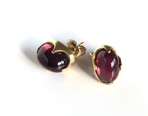 Image of Rhodolite Garnet Cabochon Claw Earring