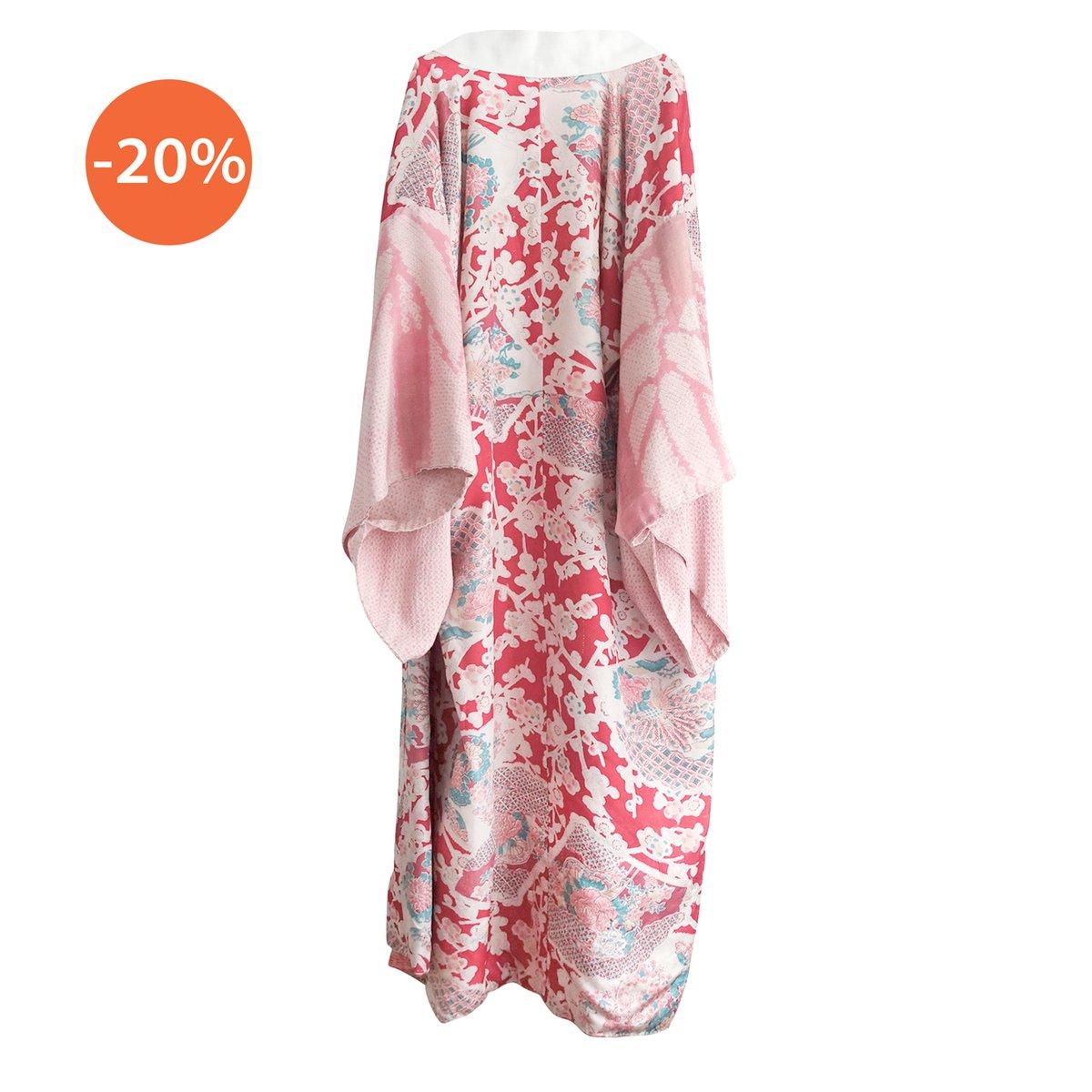 Image of Silke kimono i faded cherry m påfugle og peoner