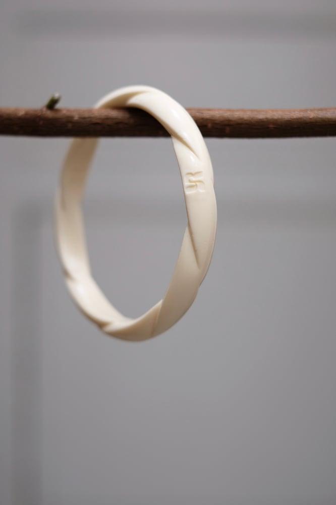Image of Bracelet vintage torsadé en bakélite  - Numéro 1