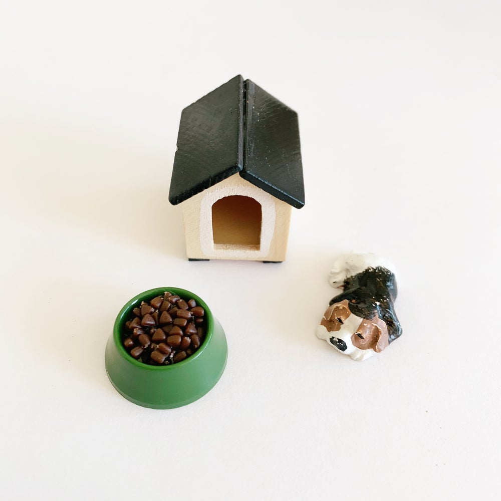 Image of Doghouse + Puppy