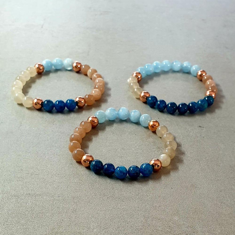 Image of CALM BRACELET - Moonstone - Aquamarine - Apatite - Copper