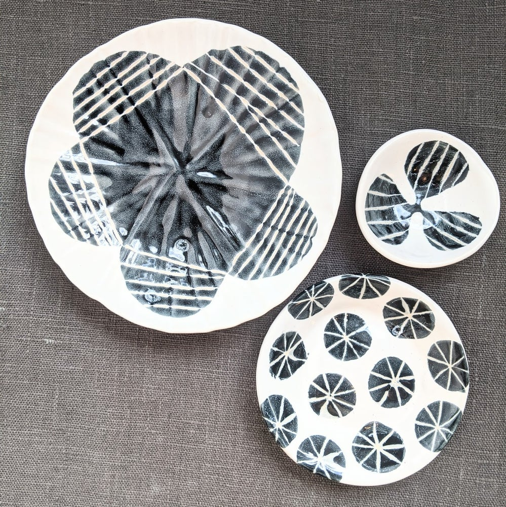 Image of Black and White Platestack