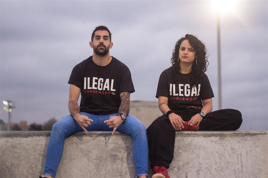 Image of CAMISOLA ILEGAL (Opción a PACK con CD ILEGAL 2019)