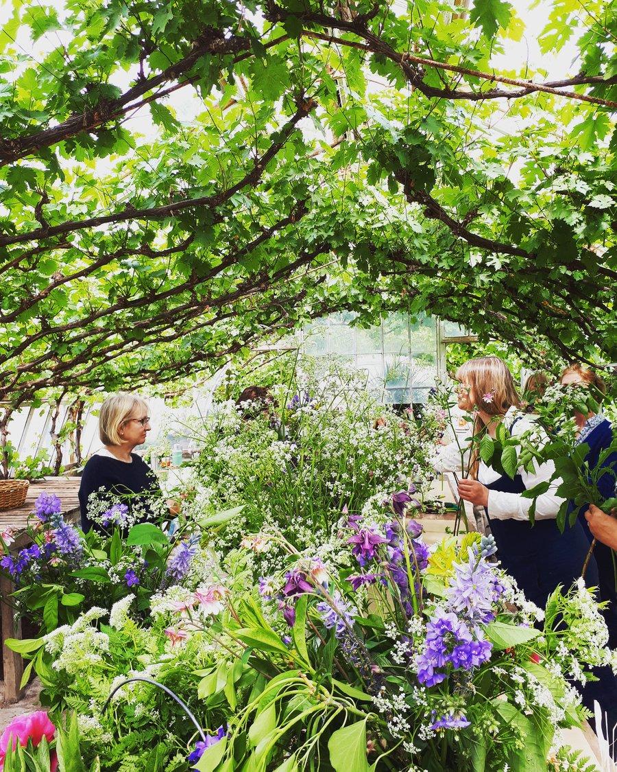 Image of Summer Hand-tied Flower Workshop