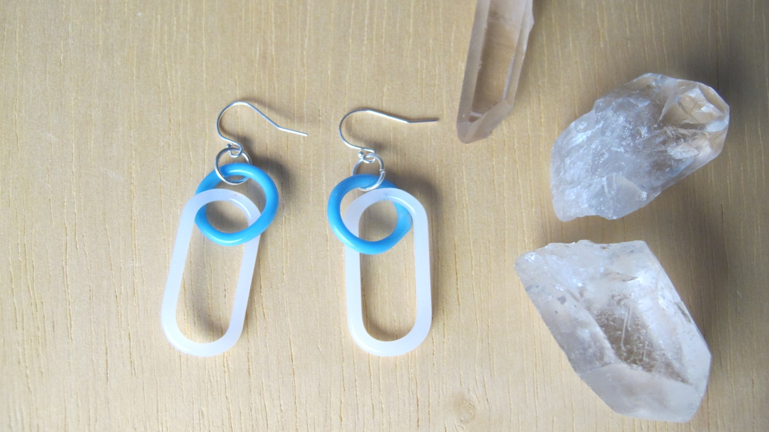 Image of baby blue and milk double link earrings (o0)