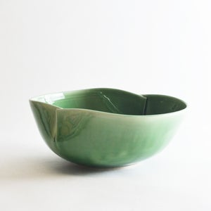 Image of Jade dart serving bowl