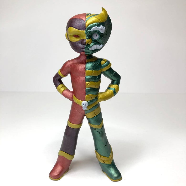 "Image of "" the twist "" ultra limited 6 inches hand painted resin toy by MalOjo"