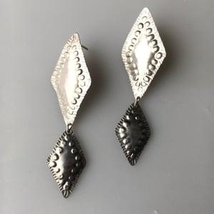 Image of skirr earring