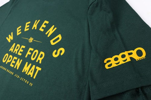 "Image of AGGRO BRAND ""Weekends"" T-Shirt"