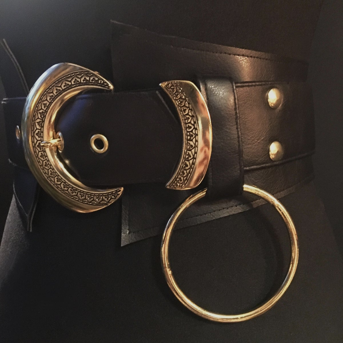 Vegan leather sincher with gold vingtage buckle, slider and o ring