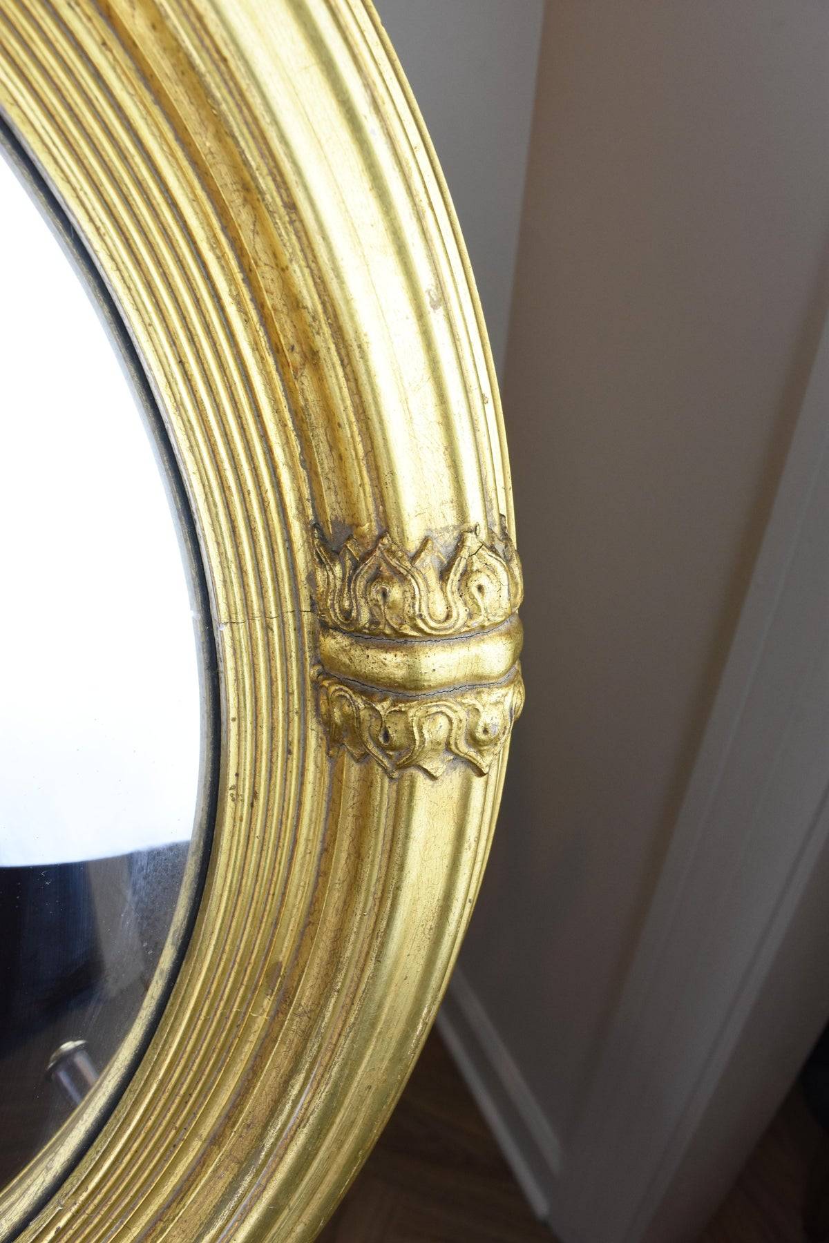 Image of Early 20th Century Round Federal Mirror With Convex Glass
