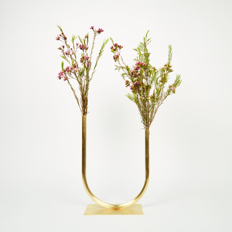 Image of Vase 00399 - Uneven U Vase (for medium/thick flower stems)