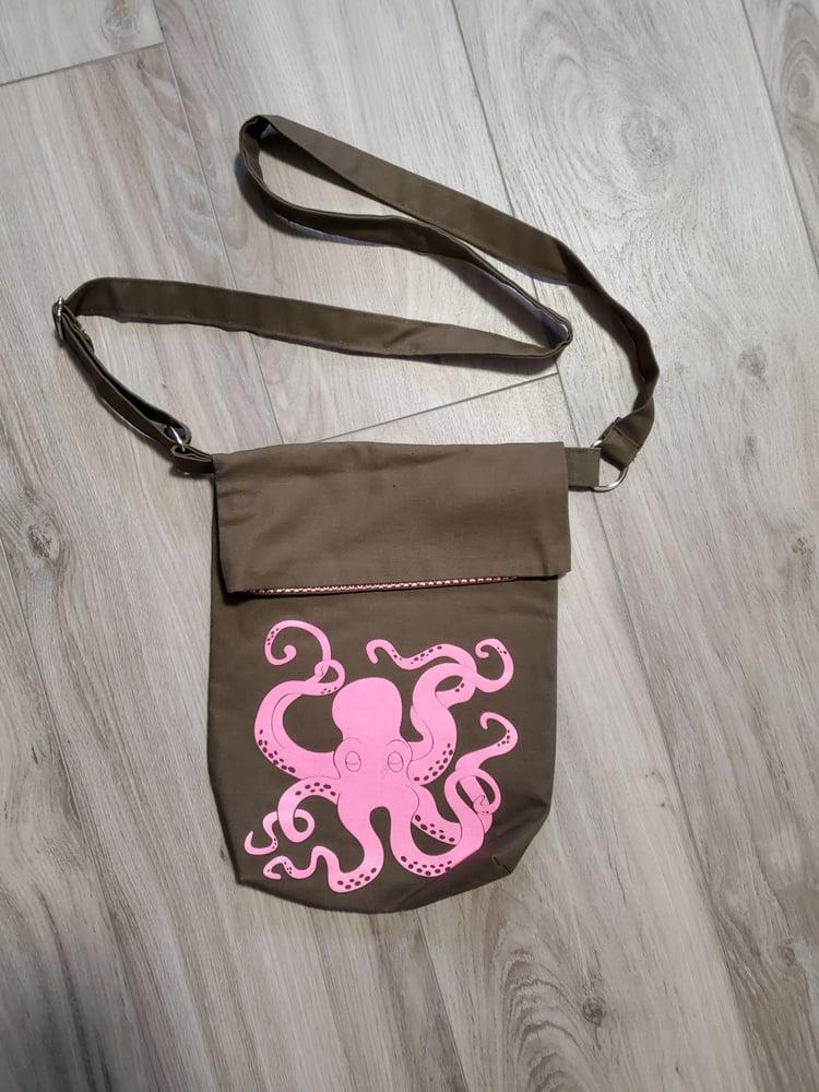 Image of Crossbody bags.