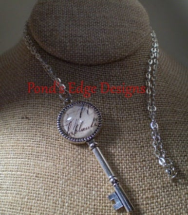 Silver Tone Key Kecklace