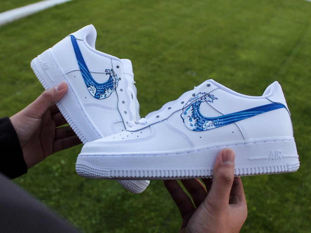 """Image of """"The Great Wave"""" Air Force 1"""