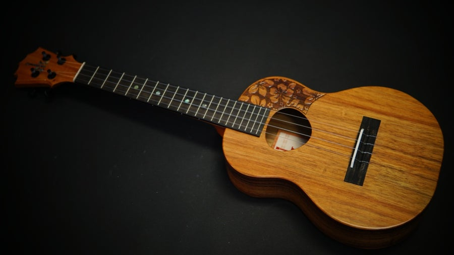 Image of KoAloha KTM-00 Satin Top Pickguard Koa Tenor